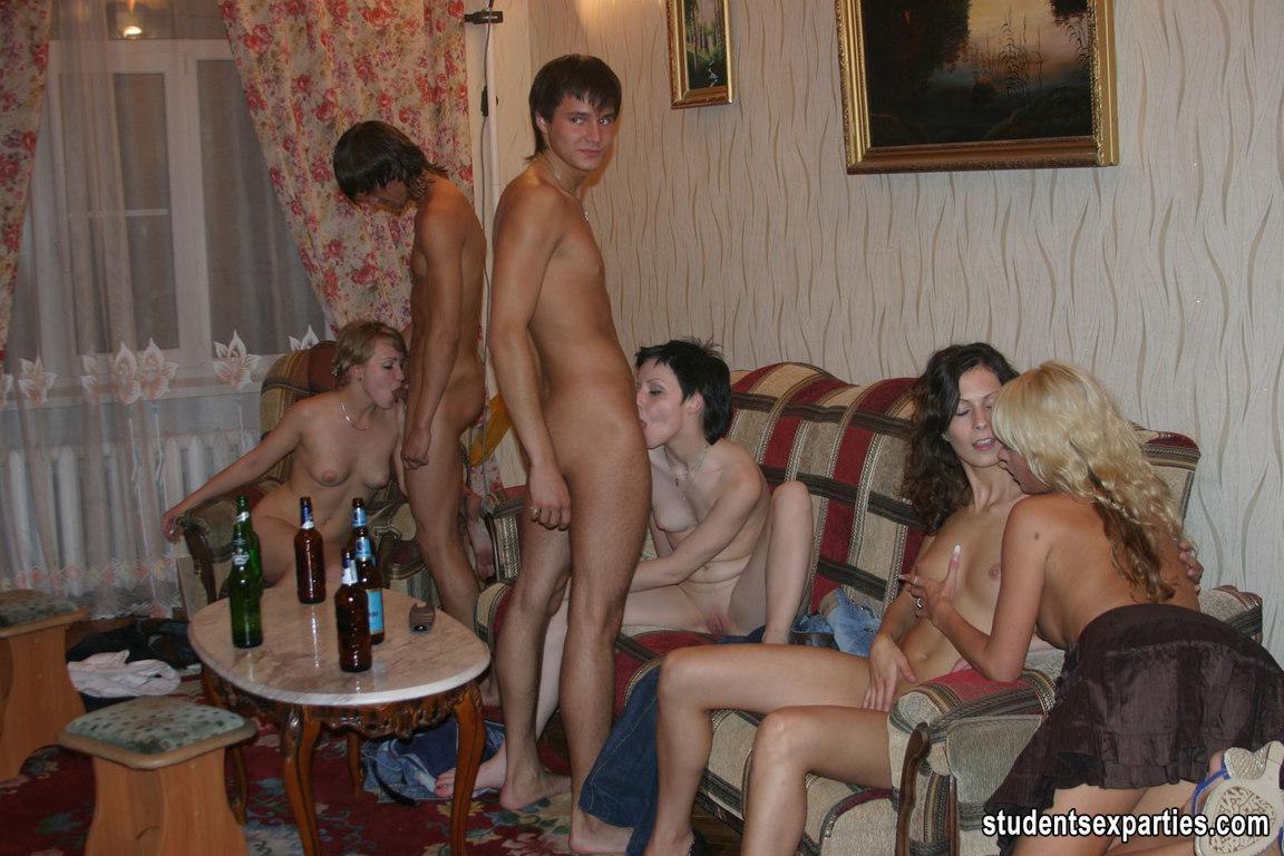 Стрептиз в туалете смотреь 11 фотография